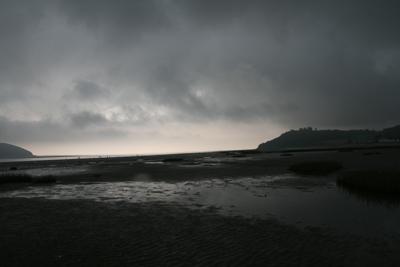 sky-llansteffan-beach-drk